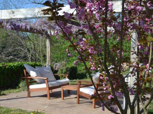 A porch or other outdoor area at B&B Le Relais de Joseph