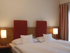 Ein Bett oder Betten in einem Zimmer der Unterkunft EWERTS Hotel
