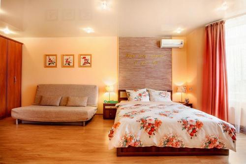 Кровать или кровати в номере Apartment GreenHouse at Bazhova