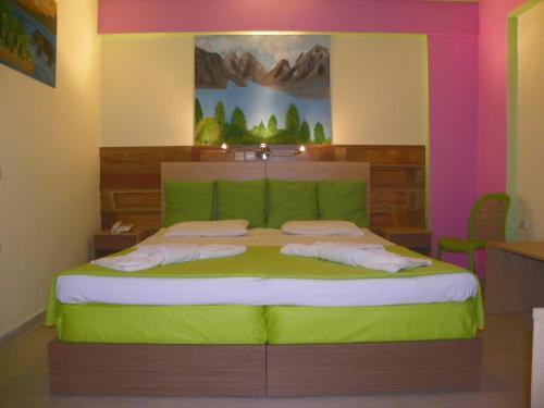 Letto o letti in una camera di Mirabelle Hotel