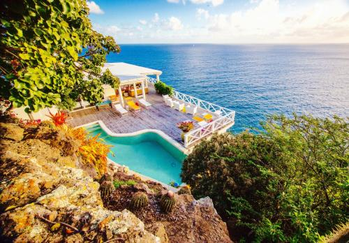 A bird's-eye view of Dolcevita Cliff Private Resort by KlabHouse - Adults Only