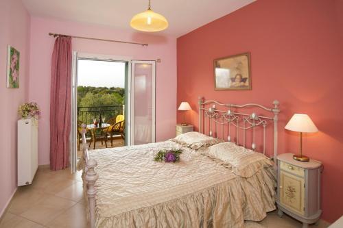 Ένα ή περισσότερα κρεβάτια σε δωμάτιο στο Βίλλα Χρυσάνθη