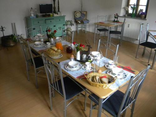 Ein Restaurant oder anderes Speiselokal in der Unterkunft bb-Ferienhaus