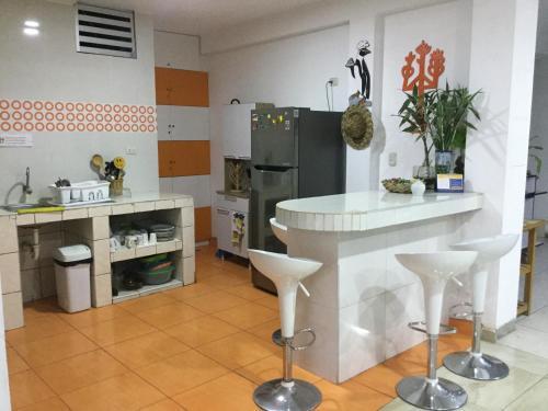 Cuisine ou kitchenette dans l'établissement Paracas Backpackers House