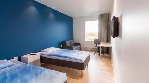 A bed or beds in a room at Niemenharjun Matkailukeskus