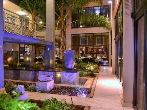 Salone o bar di Premier Hotel O.R. Tambo