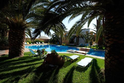 Πισίνα στο ή κοντά στο Lycasti Maisonettes