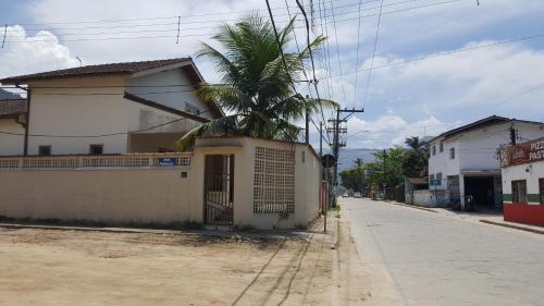 A fachada ou entrada em Casa Perequê-Açu
