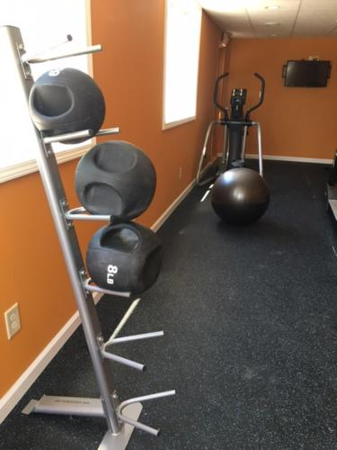 The fitness centre and/or fitness facilities at Days Inn by Wyndham Queensbury/Lake George