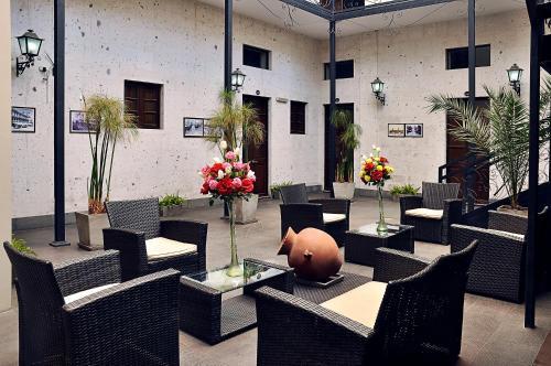 Un patio o zona al aire libre en Hoteles Riviera Mansion