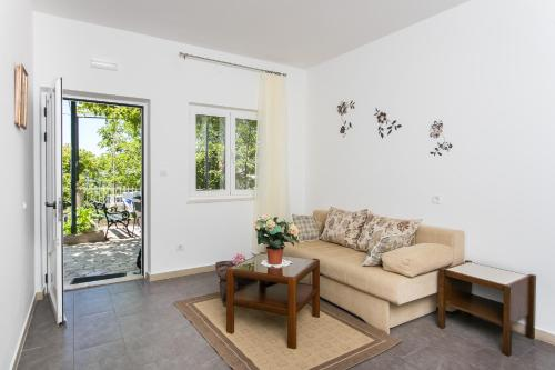 A seating area at Apartments Olive