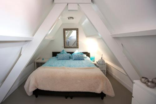 A bed or beds in a room at Apartment Naarden-Vesting