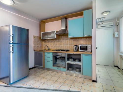 Кухня или мини-кухня в Бизнес-апартаменты на Грибоедова 12