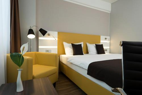 A bed or beds in a room at Best Western Hotel Braunschweig Seminarius