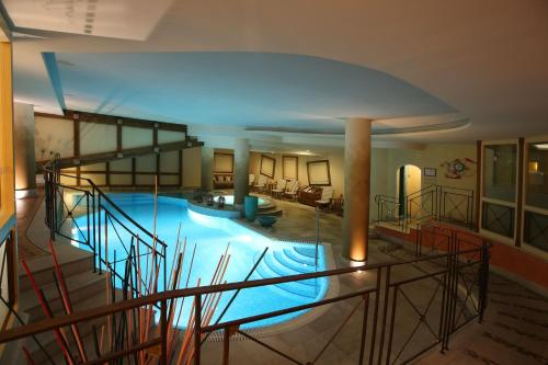The swimming pool at or near Alpen Suite Hotel