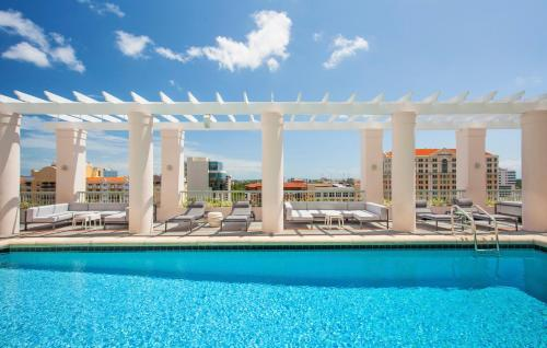 The swimming pool at or close to Hotel Colonnade Coral Gables, Autograph Collection