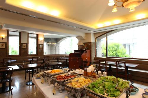 A restaurant or other place to eat at Hotel Viamare Kobe