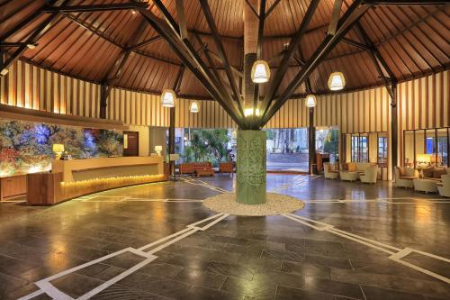 The lounge or bar area at Aston Sunset Beach Resort - Gili Trawangan