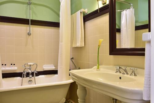 Uma casa de banho em Pousada Convento de Evora
