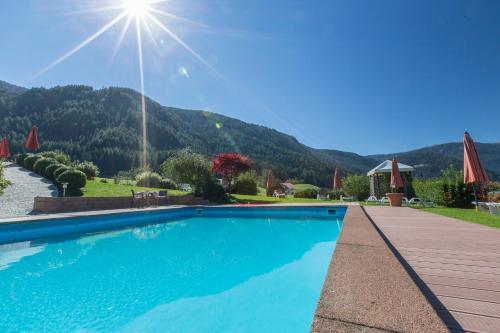 Der Swimmingpool an oder in der Nähe von Hotel Lindnerhof