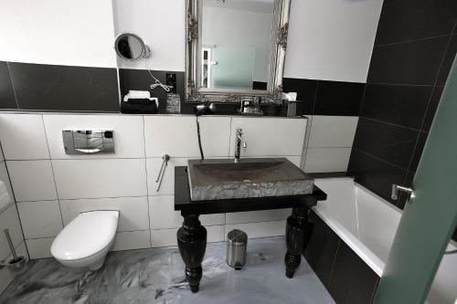 Ein Badezimmer in der Unterkunft VillaAdel.es designrooms