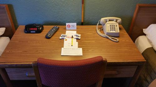The business area and/or conference room at Super 8 by Wyndham Queensbury Glens Falls
