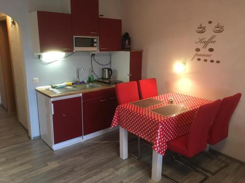 Küche/Küchenzeile in der Unterkunft Ferienwohnung Brandl