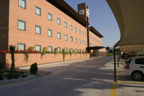 The facade or entrance of Posadas de España Malaga