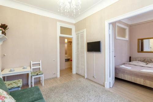 Телевизор и/или развлекательный центр в Miracle Apartment Old Arbat
