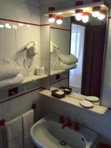 A bathroom at Hotel San Michele