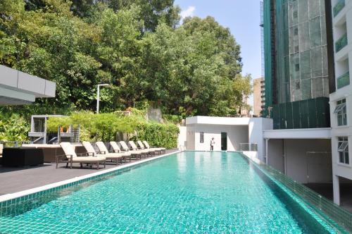 The swimming pool at or close to Damas Suites & Residences Kuala Lumpur