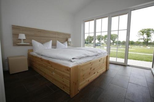 Ein Bett oder Betten in einem Zimmer der Unterkunft Havellandhalle Resort
