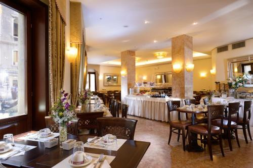 A restaurant or other place to eat at Albergo Cavalletto & Doge Orseolo