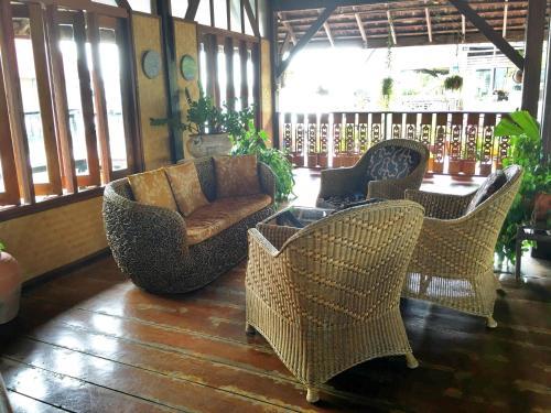 Lounge oder Bar in der Unterkunft La Madrague