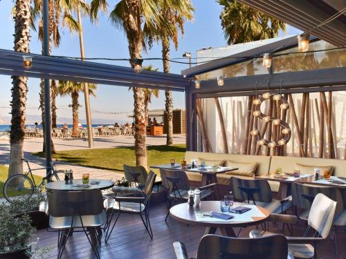 A restaurant or other place to eat at W Barcelona