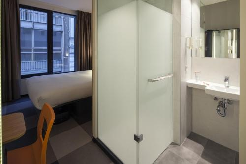A bathroom at easyHotel Brussels City Centre