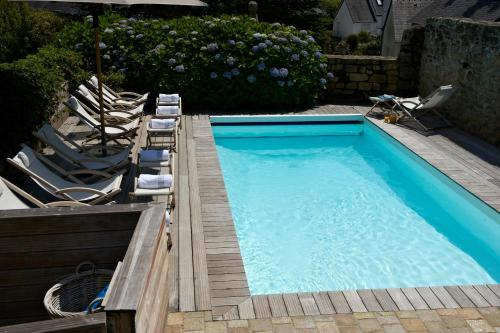 The swimming pool at or near Le Lodge Kerisper