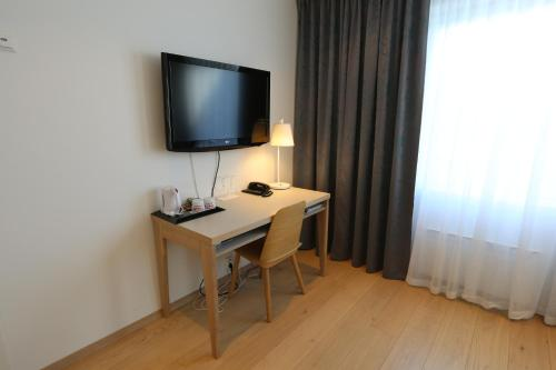 A television and/or entertainment center at Hotel Noreg