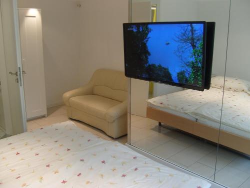 Телевизор и/или развлекательный центр в Vista Resort Hotel