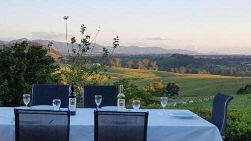 A restaurant or other place to eat at Kia Ora Lookout Retreat