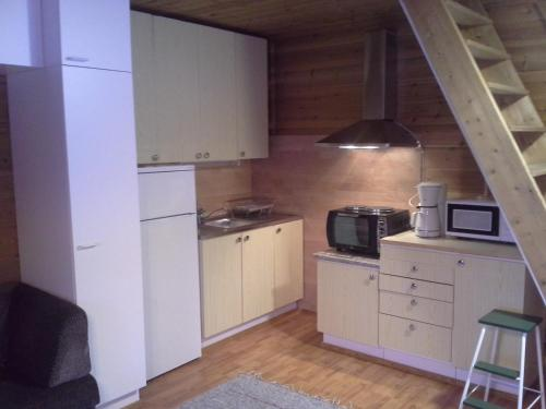 A kitchen or kitchenette at Vipati Cottage