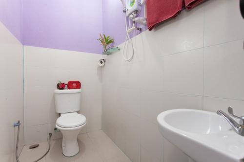 Ein Badezimmer in der Unterkunft ZEN Rooms Mukim Kedawang