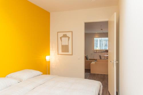 A bed or beds in a room at De Eindhovenaar City Apartments
