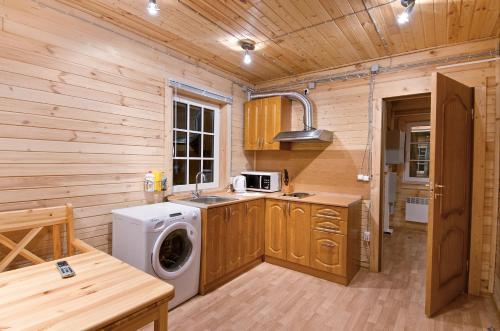 Кухня или мини-кухня в Загородный клуб «Дача»