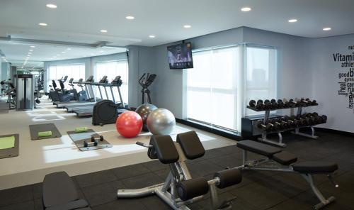 Фитнес-центр и/или тренажеры в Dusit D2 Kenz Hotel Dubai