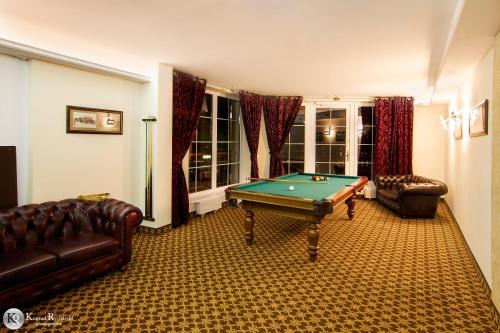 A pool table at Hotel Wisła Premium