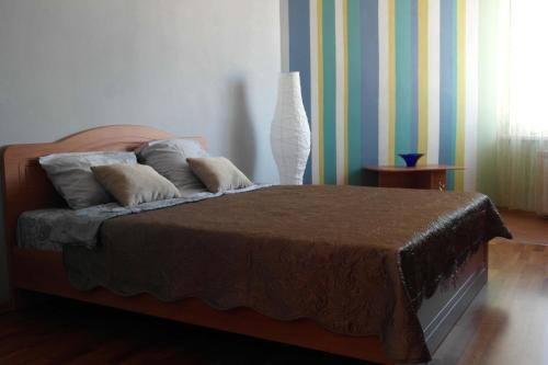 A bed or beds in a room at Salvador Apartments on Yadrintsevskaya 18