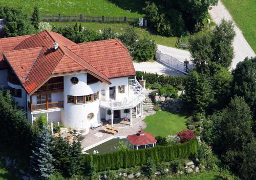 Blick auf Villa Salza aus der Vogelperspektive