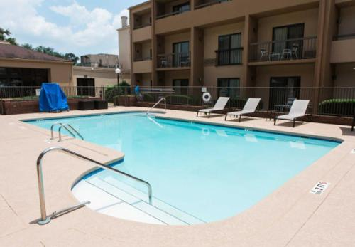 The swimming pool at or close to Courtyard Montgomery