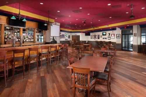 A restaurant or other place to eat at DoubleTree by Hilton Lawrence